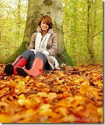 autumn-woman-sitting-under-tree-7231694